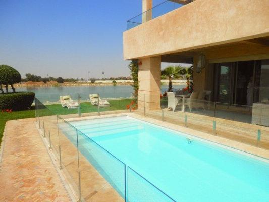Villa De Style Moderne Meubl E Avec Go T Avec Piscine
